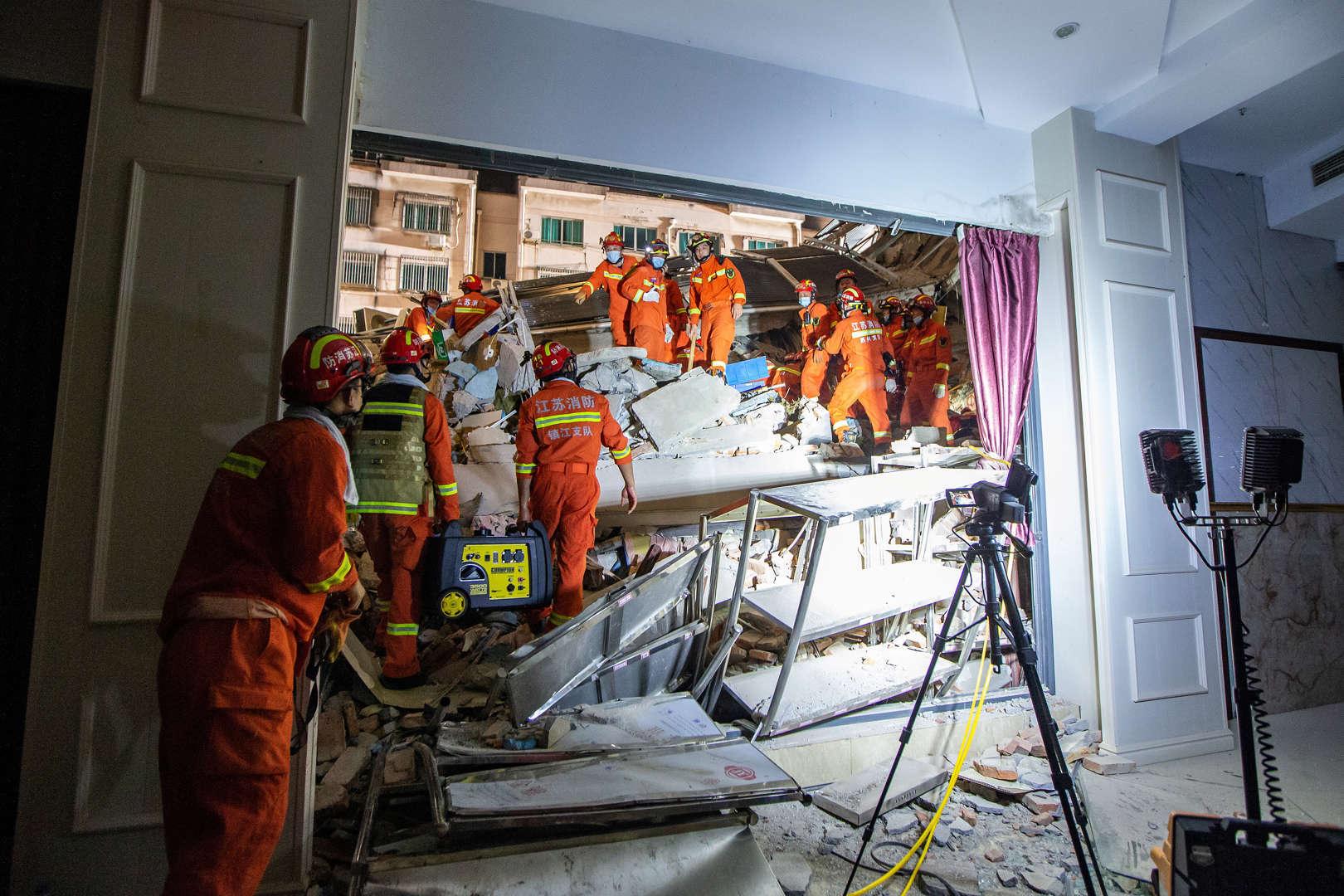 Sập khách sạn ở Trung Quốc, 17 người thiệt mạng