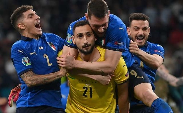 Donnarumma chia tay Milan đầy xúc động, bay đến PSG