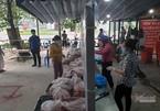 Phường lập điểm bán hàng bình ổn, dân khen thịt cá đầy ắp giá rẻ lại tươi