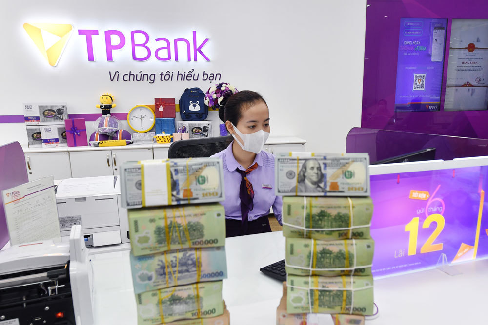 Báo lãi lớn, ngân hàng trụ vững qua biến động