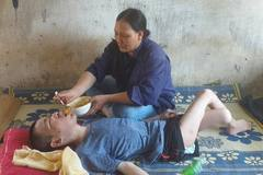 Bạn đọc ủng hộ gia đình chị Thoa có chồng liệt giường, con bại não