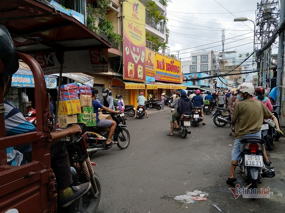 Túc trực 24/24h, Sài Gòn xử phạt nặng hành vi gom hàng trục lợi