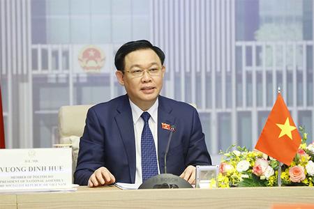 Chủ tịch Quốc hội: Sớm công nhận chứng chỉ vắc xin Việt Nam - Singapore