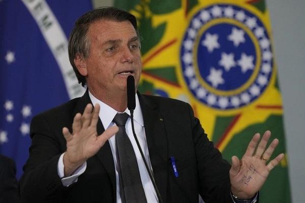 Tổng thống Brazil bất ngờ nhập viện