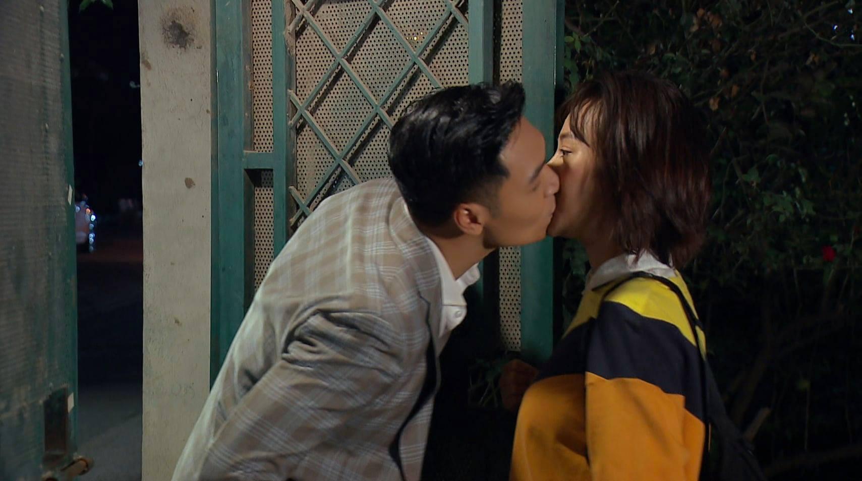 Mạnh Trường phá kỷ lục hôn nhiều nhất màn ảnh của Việt Anh
