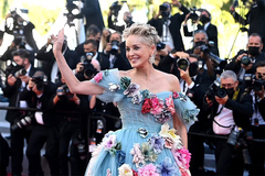Sao 'Bản năng gốc' 63 tuổi mang cả 'vườn hoa' lên thảm đỏ Cannes