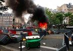 Người biểu tình Pháp xung đột với cảnh sát vì quy định Covid-19