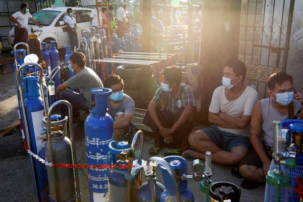 Người Myanmar vật vã tìm oxy vì Covid-19 quá dữ dội