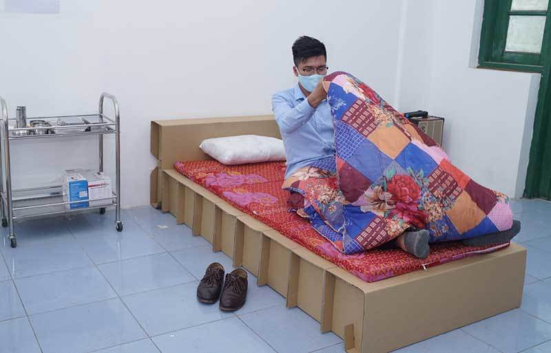 Bất ngờ giường giấy chịu được sức nặng trăm kg tham gia chống dịch