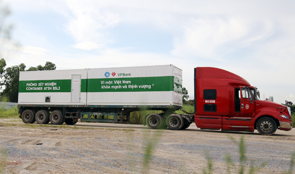 VPBank chung tay đưa xe container xét nghiệm Covid-19 vào 'tâm dịch' phía Nam