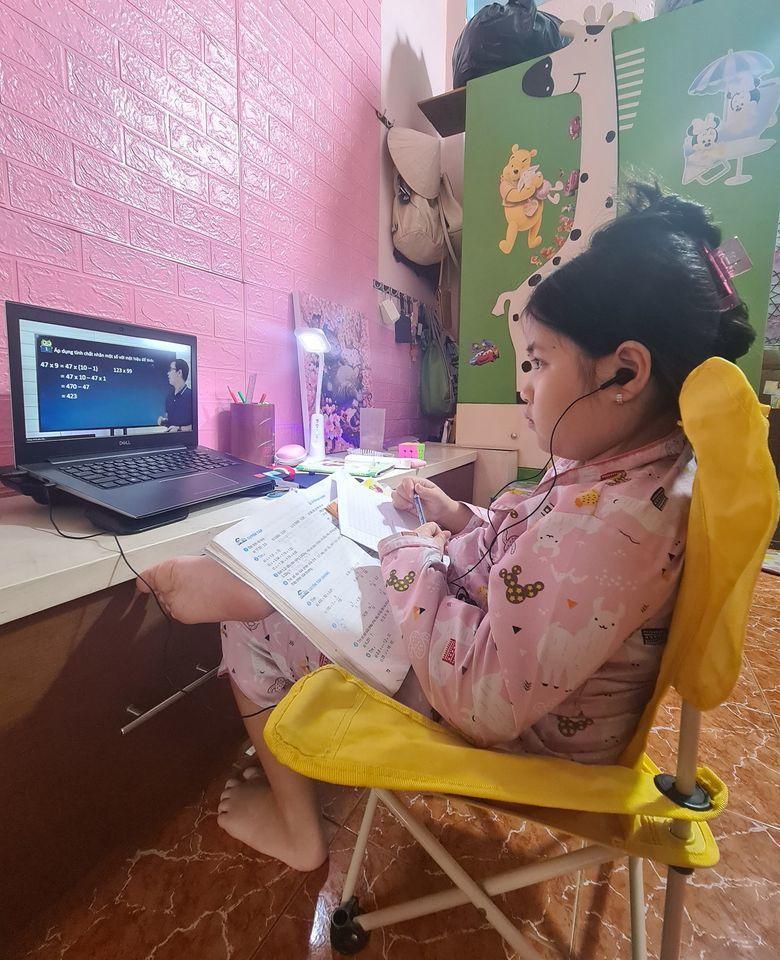 MC Mai Ngọc VTV đăng ảnh tình cảm với chồng thiếu gia