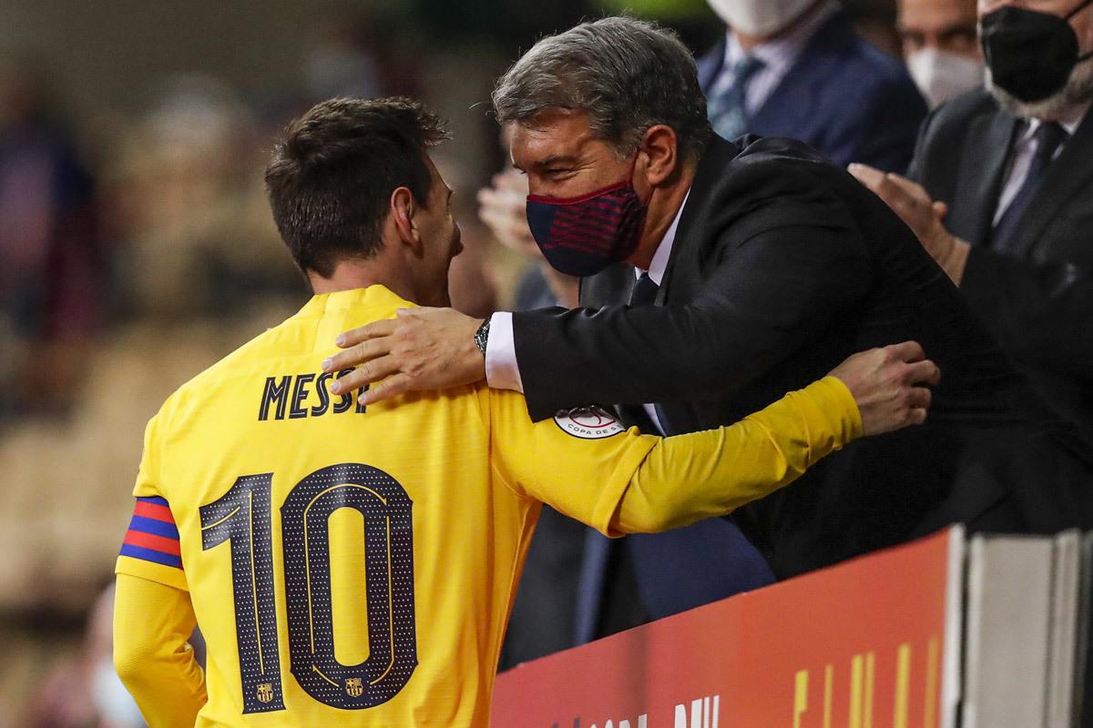 Barca và giá đắt mua lòng trung thành của Messi