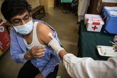 Người đàn ông Ấn Độ bị triệt sản khi đi tiêm vaccine