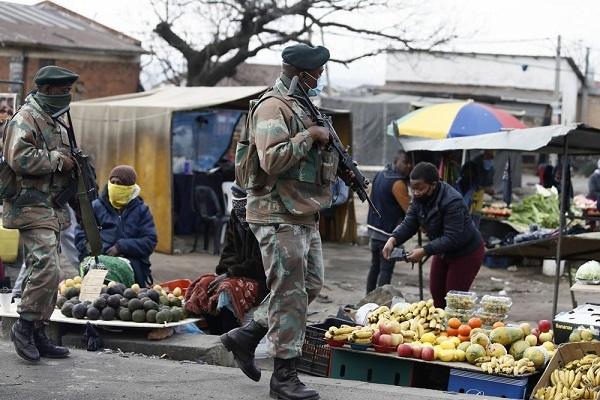 Nam Phi triển khai hàng chục nghìn binh sĩ đi dẹp loạn