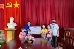 Trao 60 triệu đồng đến 4 chị em mồ côi cha mẹ ở Hà Giang