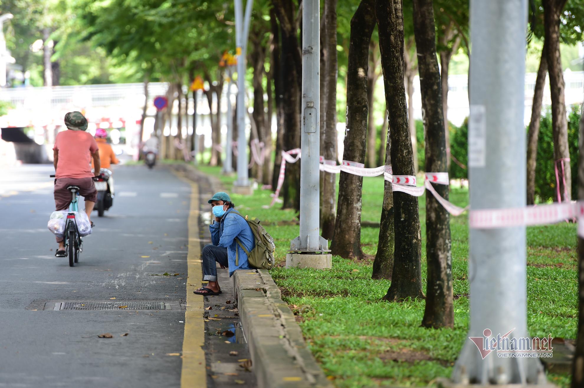 Một tuần giãn cách ở TP.HCM, người dân cầm cự mong dịch Covid-19 sớm qua