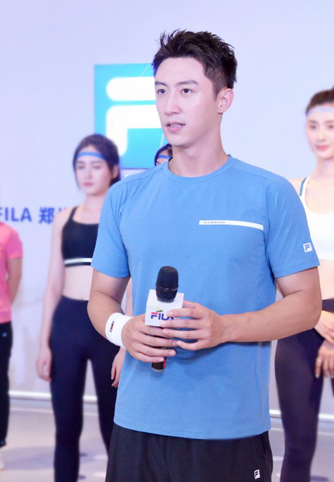 Hoàng Cảnh Du bị chỉ trích vì thuê hơn 100 vệ sĩ dự sự kiện