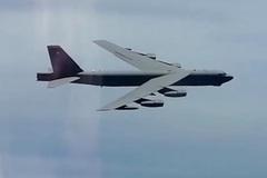Video B-52 Mỹ áp sát không phận, Nga điều máy bay lên 'hộ tống'
