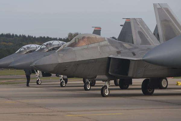 'Nắn gân' Trung Quốc, Mỹ điều hơn 20 máy bay F-22 ra Thái Bình Dương