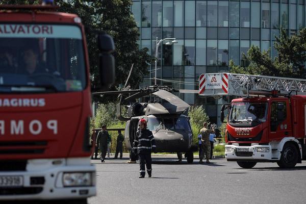 Trực thăng Mỹ hạ cánh khẩn cấp giữa đường phố Romania