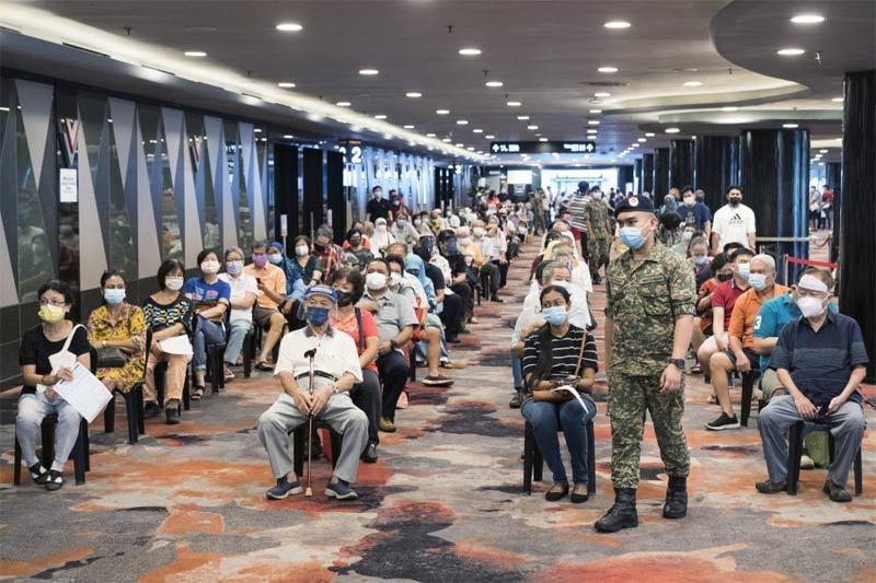 Đối mặt 'sóng thần' Covid-19, Malaysia tăng tốc tiêm chủng nhanh nhất thế giới