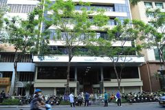 Phong tỏa tạm thời trụ sở của một ngân hàng trên phố Lý Thường Kiệt
