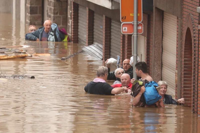 Những hình ảnh lột tả mưa lũ kinh hoàng ở Tây Âu