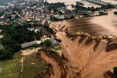 Thế giới 7 ngày: Mỹ bác yêu sách của Bắc Kinh, lũ lụt 'nhấn chìm' Tây Âu, Trung Quốc