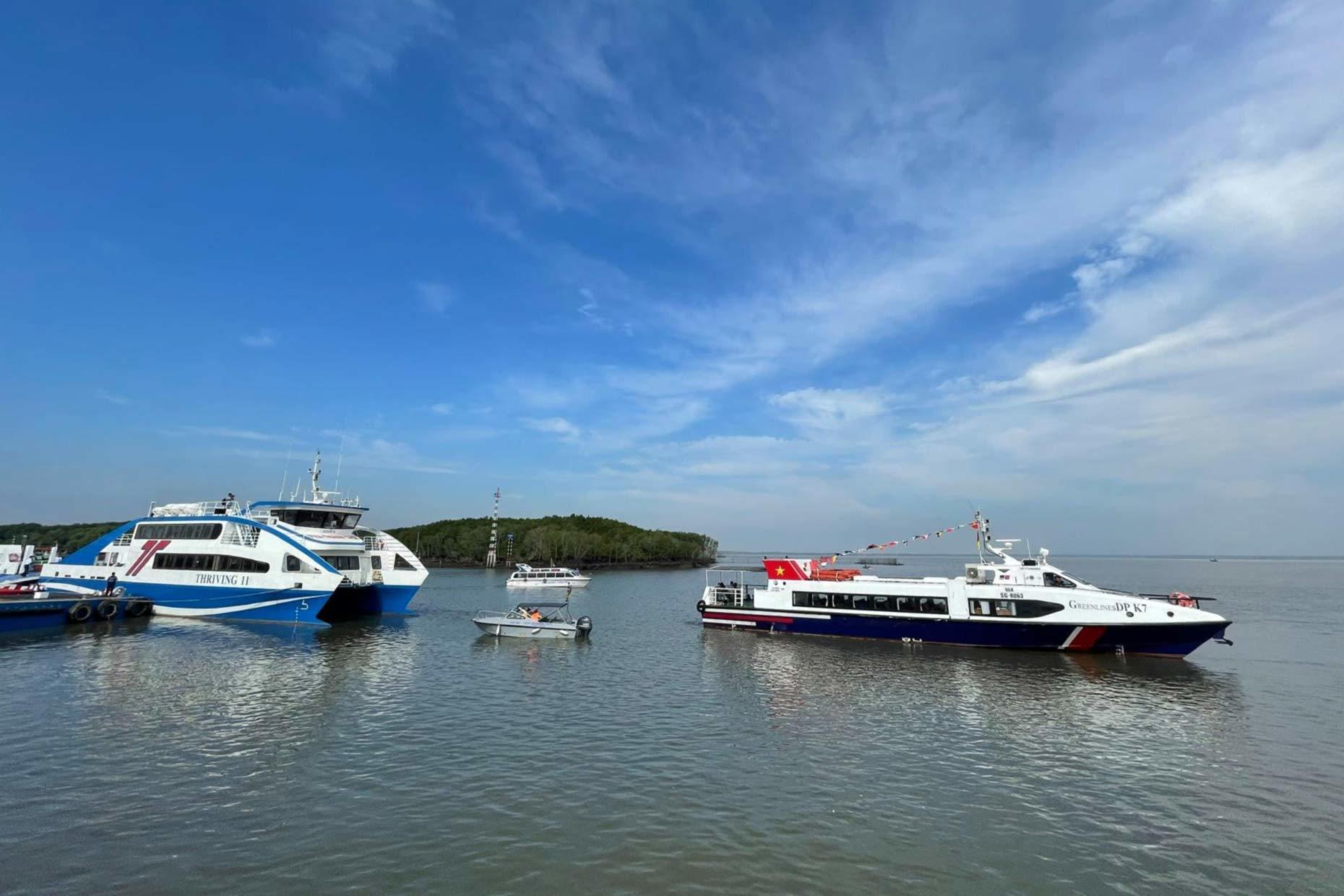 """TP.HCM mở """"luồng xanh"""" đường thủy để vận chuyển hàng hoá"""