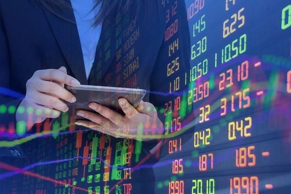 Chứng khoán 17/7: Một tuần nhuốm đỏ, nỗi lo sợ của dòng tiền tỷ USD