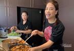 Trương Ngọc Ánh nấu 300 suất cơm ủng hộ bác sĩ, bệnh nhân khu cách ly