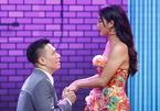 Việt Anh quỳ gối, liên tục xin lỗi Văn Mai Hương trên sóng VTV