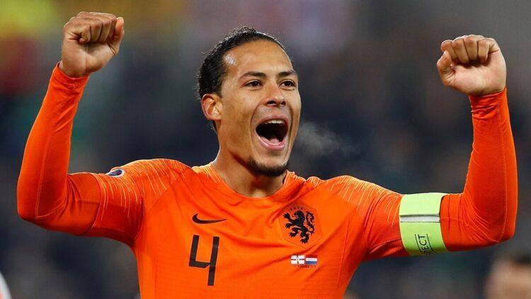 Van Dijk và đồng đội phản đối Van Gaal dẫn dắt tuyển Hà Lan