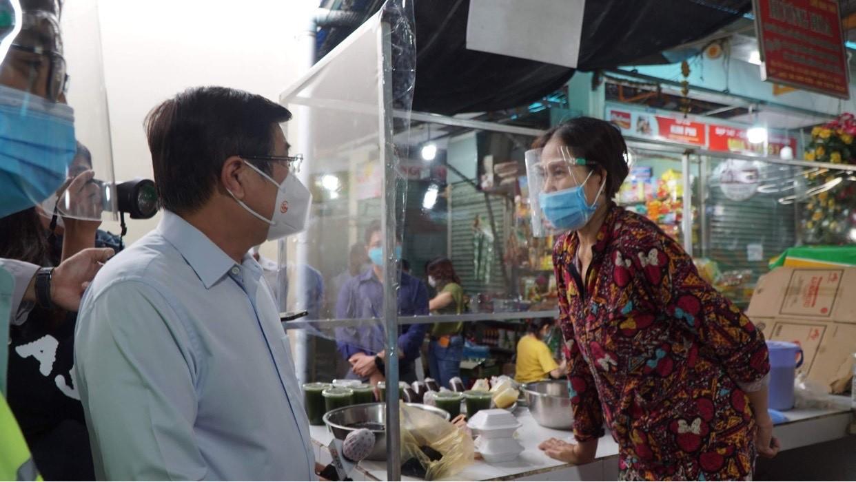 TP.HCM xem xét thí điểm mở lại chợ truyền thống