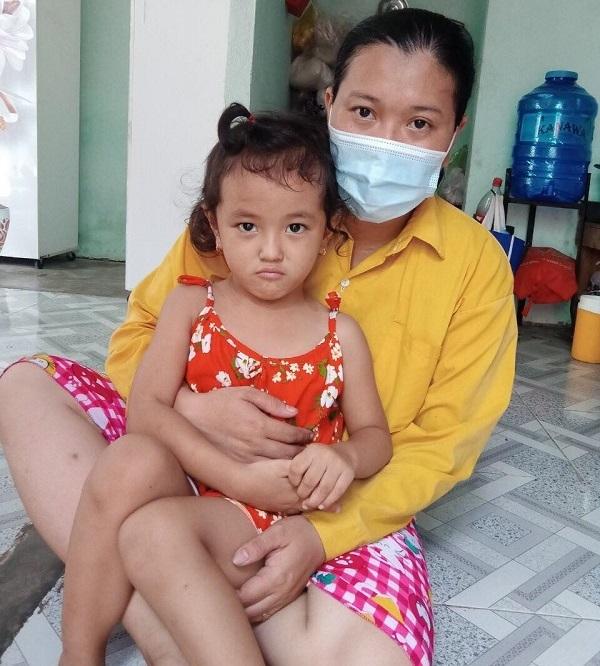 Ói hơn 20 lần/ngày, bé gái mắc bệnh lạ cầu cứu