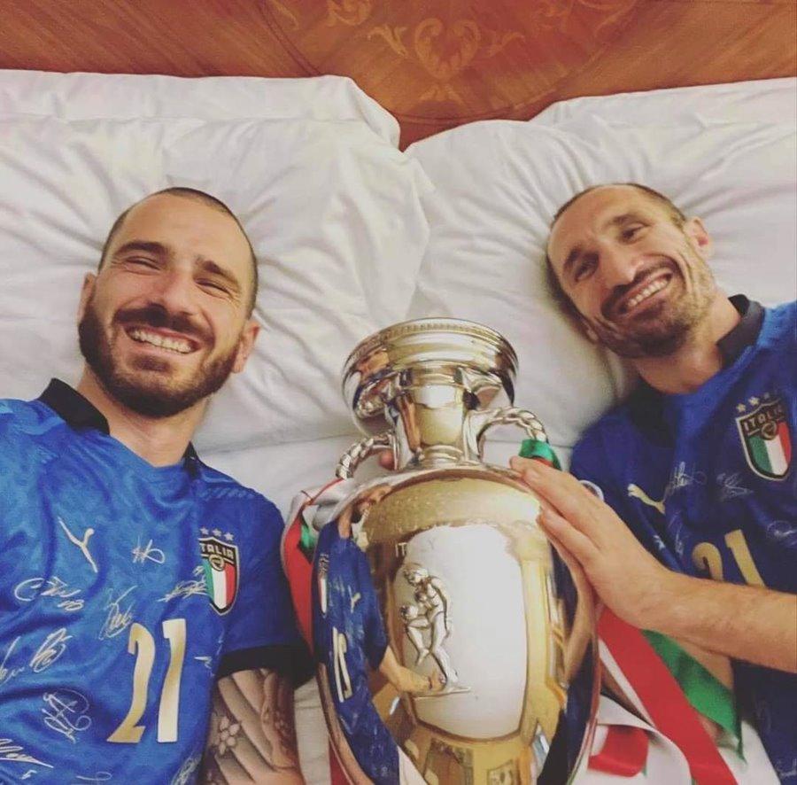 Bonucci - Chiellini: Cặp tình nhân trên sân cỏ