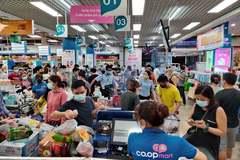 Đổ xô đi mua hàng, siêu thị ở Hà Nội ken đặc người