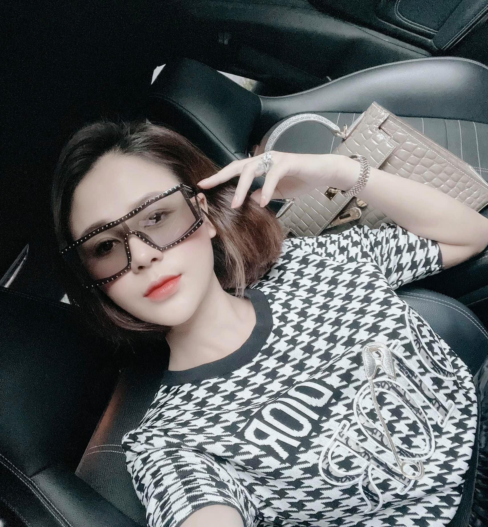 MC Quyền Linh giản dị làm từ thiện khiến fan 'rớt nước mắt'