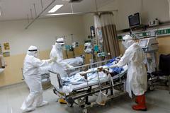 Số bác sĩ Indonesia tử vong cao kỷ lục, Singapore báo động ca mắc Covid-19 trong cộng đồng