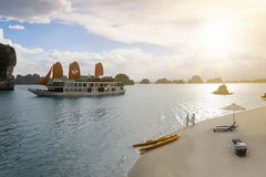 Visit the beautiful neighbor of Halong Bay