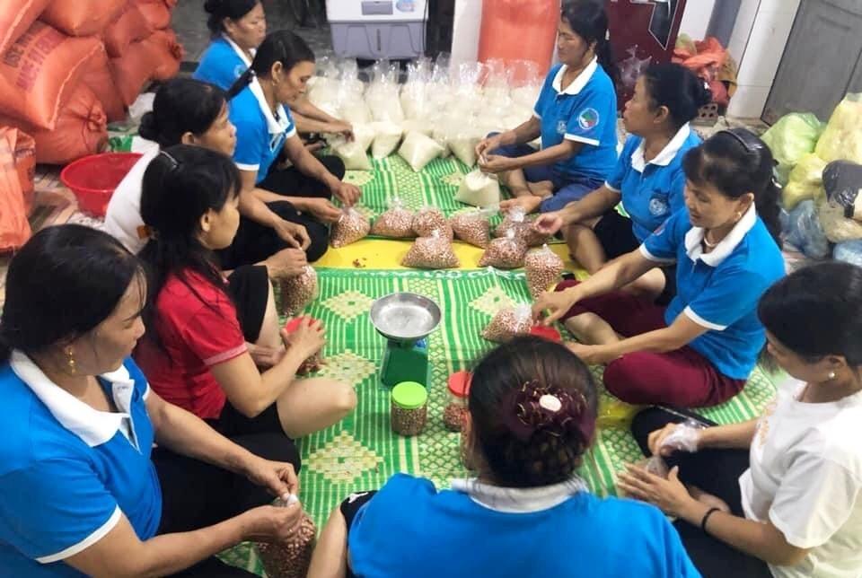 Người dân Thanh Hóa hỗ trợ nhu yếu phẩm 'Hướng về thành phố mang tên Bác'