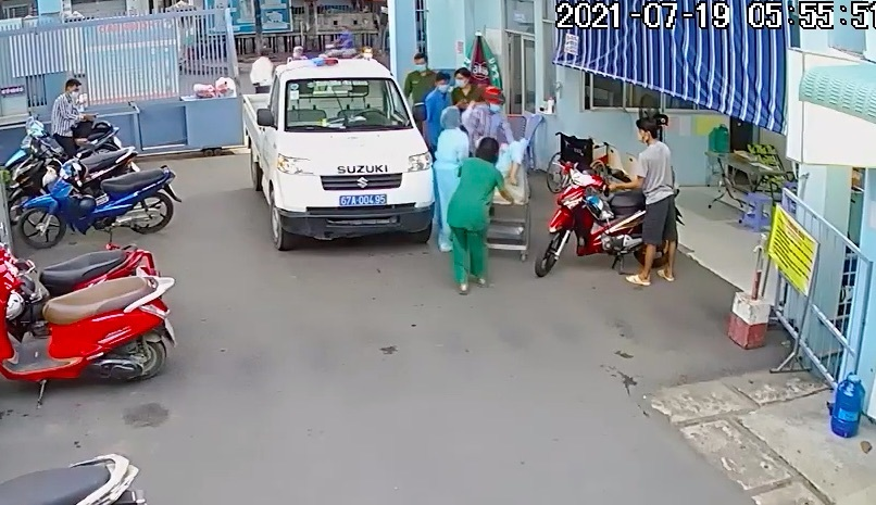Thượng úy công an lái xe chuyên dụng đưa sản phụ mang thai đôi đi sinh