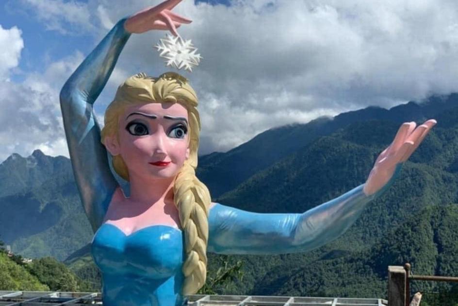 Chủ bức tượng Nữ thần tự do lại bị kiểm tra vì làm tượng Nữ hoàng băng giá