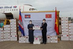 Lễ tiếp nhận thiết bị vật tư y tế chống Covid-19 Campuchia tặng TP.HCM
