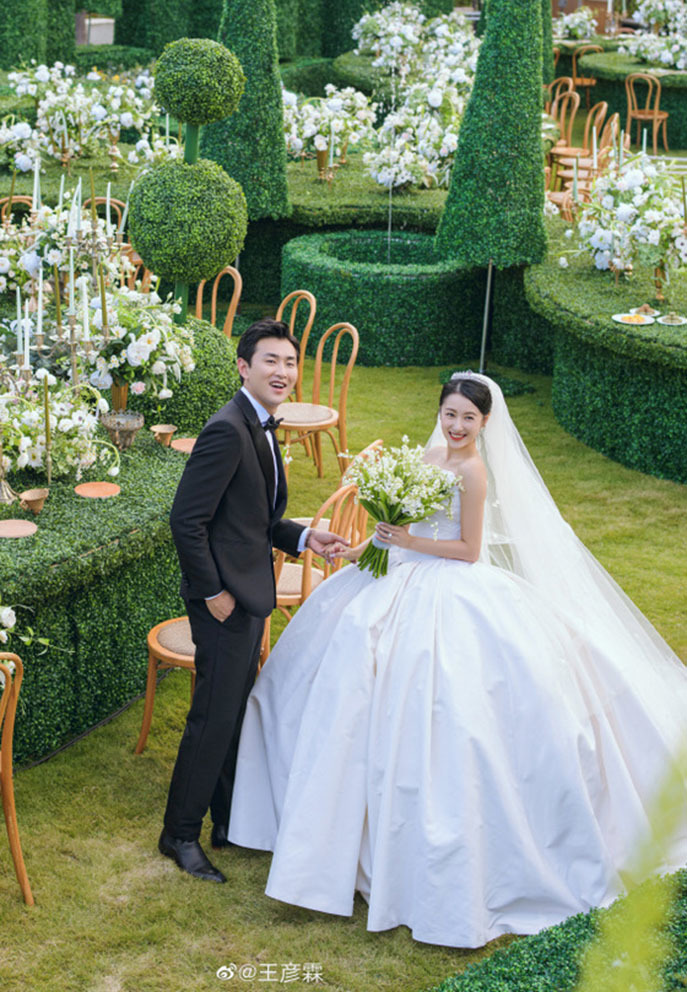 Lễ cưới như 'cổ tích' của tài tử Vương Ngạn Lâm và vợ