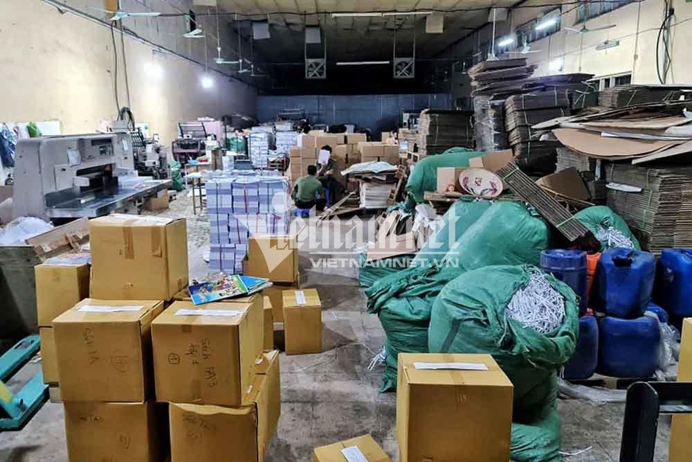 Tạm giữ hơn 40 nghìn cuốn sách nghi in lậu ở Hà Nội