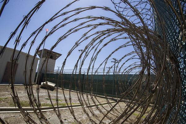 Mỹ chuyển phạm nhân khỏi nhà tù ở Vịnh Guantanamo