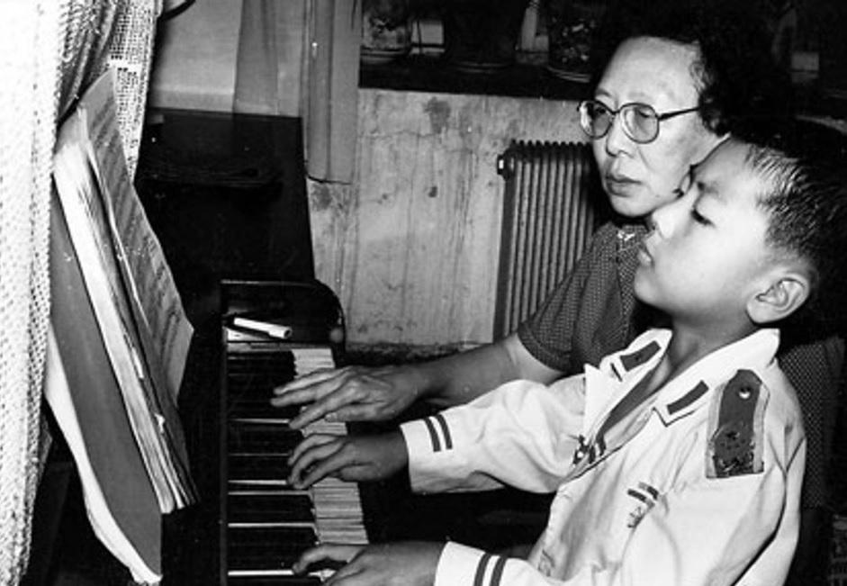 Đằng sau câu nói 'cha con không biết khóc' của thiên tài piano lừng danh