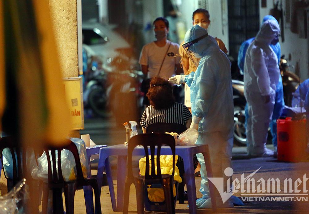 Ba ca dương tính nCoV liên quan nhà thuốc, Hà Nội xét nghiệm khẩn hàng trăm người