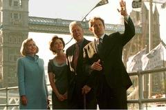 Bill Clinton từng thích ăn uống, mua sắm hơn gặp Nữ hoàng Anh